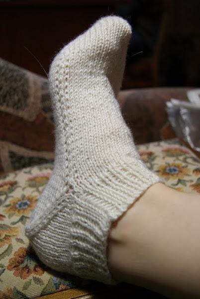 Носки на двух спицах без шва.
