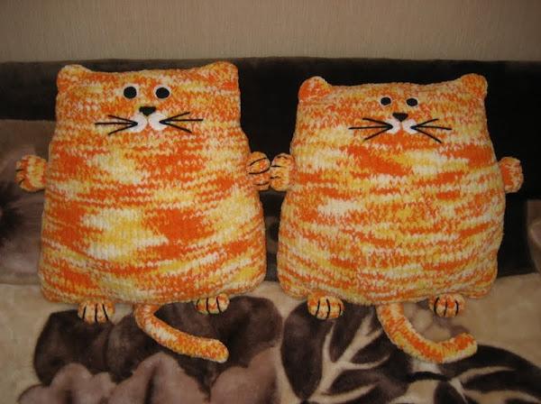 Как связать кота-подушку