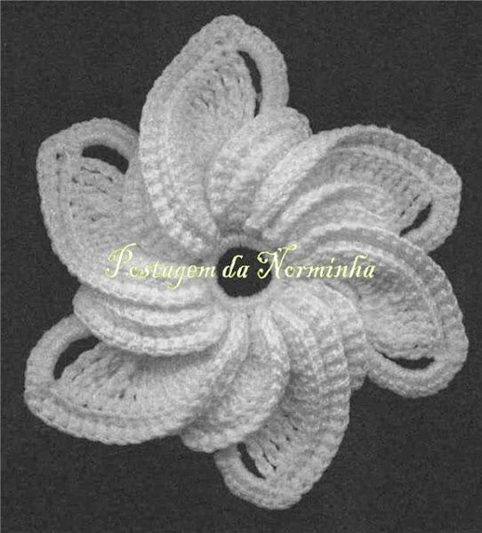 Цветком, связанным крючком