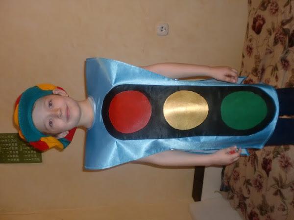 Как сделать костюм светофора