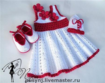 Романтическая барышня одевается у Пуси-платье крючком