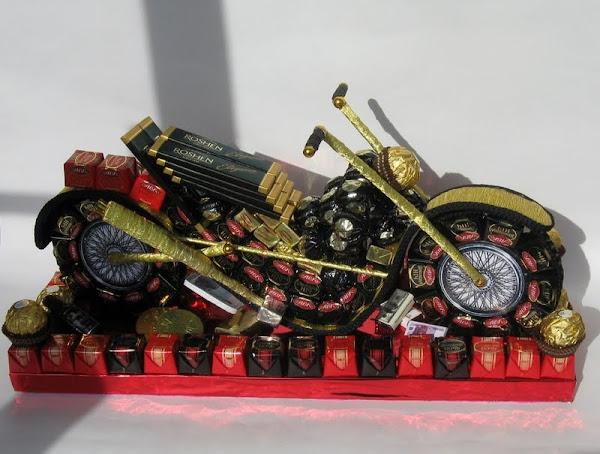 Мотоцикл из конфет и бутылки своими руками пошаговое фото
