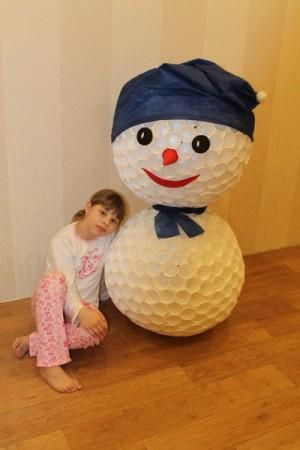 Снеговик своими руками из стаканов одноразовых