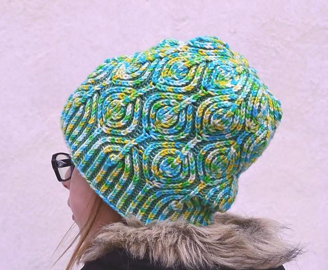 Семицветик - шапки в технике бриошь спицами