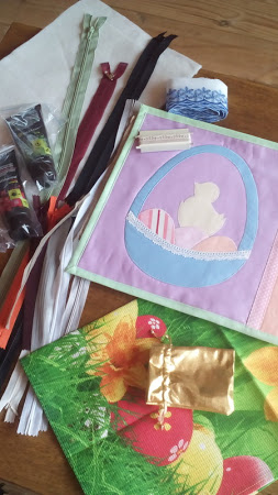 8. Таня Tatka_O сшила ланчмат в пастельных тонах для Юли Юля Мячик и положила в подарок еще кучу всего .