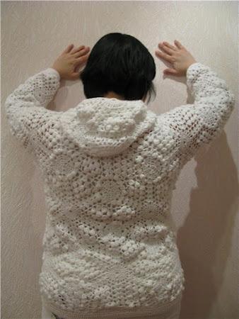 Летний зефир - белоснежное платье с шишечками.