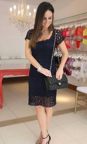 Bel ed elegante vestito nero per le feste
